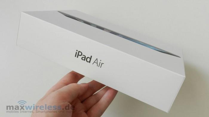 Der Karton ist Apple-Typisch  mit einem Bild des iPads versehen...
