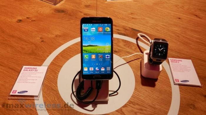 Samsung Galaxy S5 mit der Smartwatch Gear 2