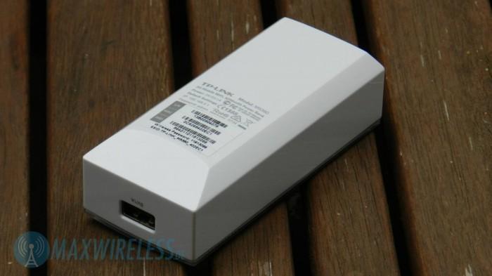 Rückseite mit gut sichtbarem USB-Anschluss