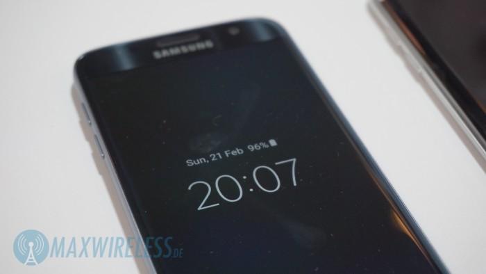 Always-On Display beim Galaxy S7, hier mit Uhrzeit- und Datum-Anzeige