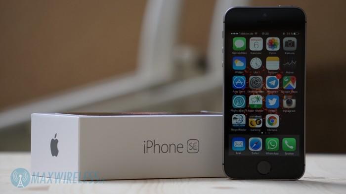 iPhone SE mit Verpackung