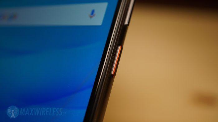 Nettes Detail: rote Taste beim Huawei nova.