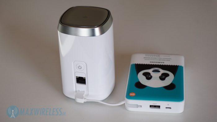 Der ZyXEL LTE4506 funktioniert auch mit einer Powerbank.