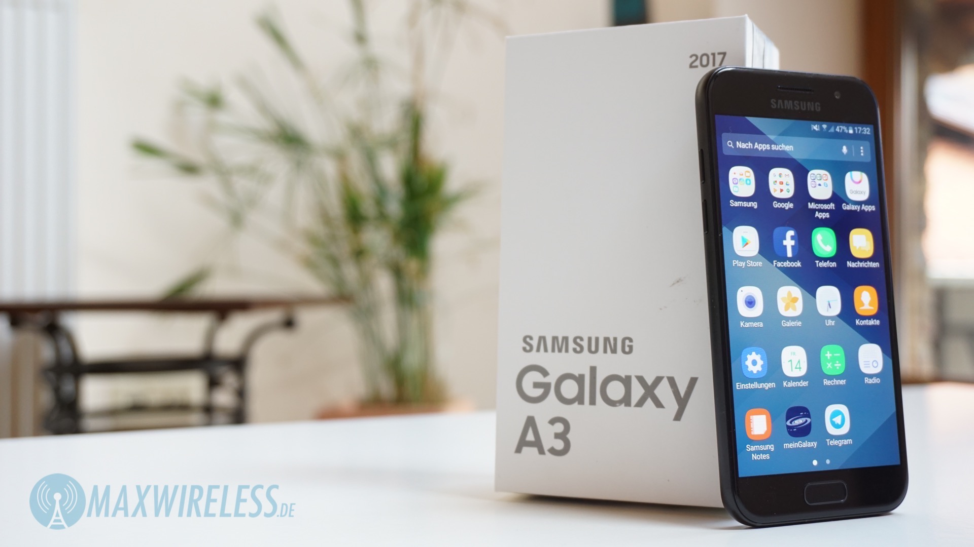 kleines android smartphone im test samsung galaxy a3. Black Bedroom Furniture Sets. Home Design Ideas