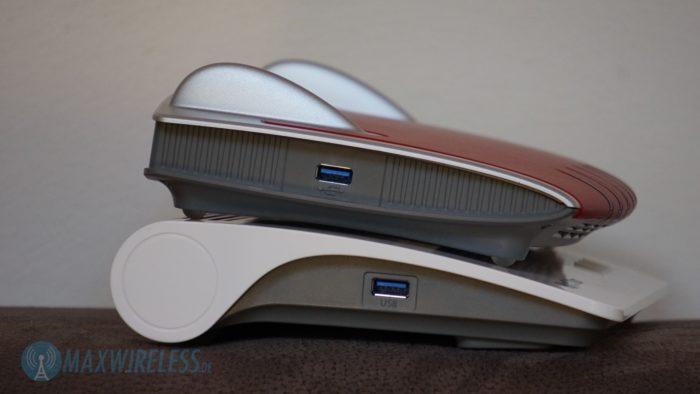 FRITZ!Box 7490 und 7590 USB Anschluss seitlich.