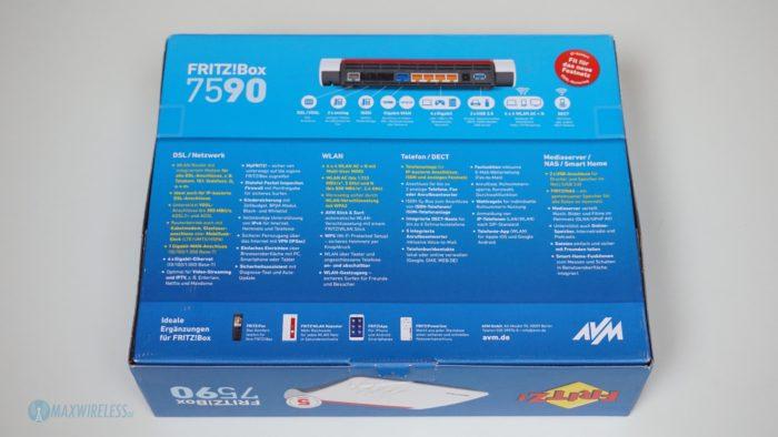 Die Verpackung der Fritzbox 7590 von hinten.