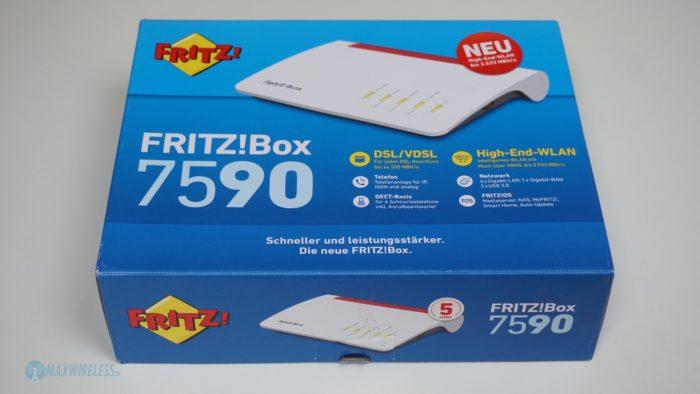 Die Verpackung der Fritzbox 7590 von vorne.