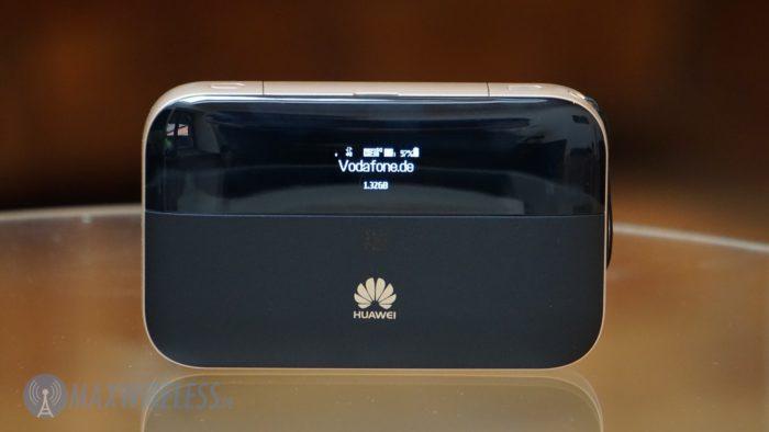 Display auf der Front des Huawei E5885.