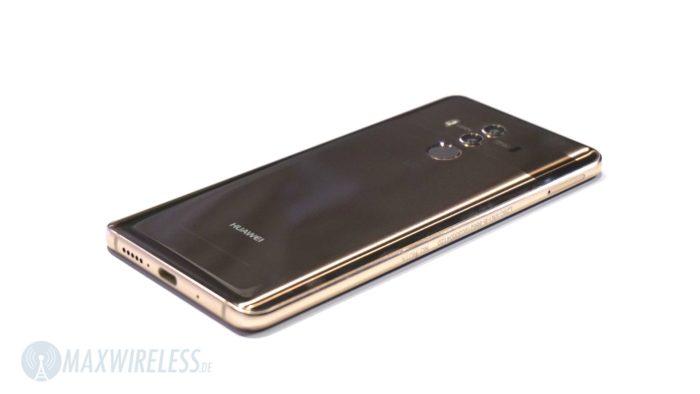 Das Glas-Gehäuse des Huawei Mate 10 Pro ist zu den Seiten hin abgerundet.