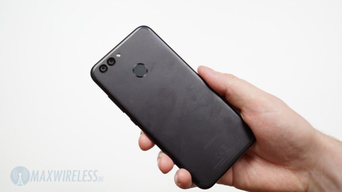 Ganz in schwarz: die Rückseite des Huawei Nova 2.