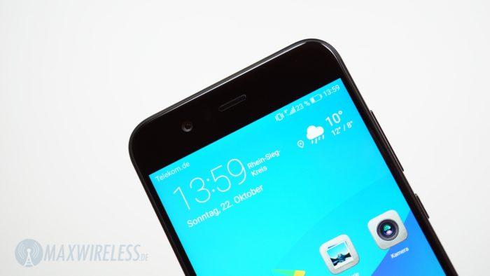 Das Huawei Nova 2 Display mit Selfie-Kamera darüber.
