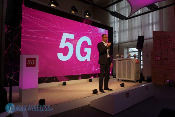 Bruno Jacobfeuerborn von der Telekom stellt das 5G Testnetz in Berlin vor.