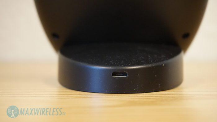 MicroUSB Anschluss auf der Rückseite. Ein Netzteil ist nicht im Lieferumfang enthalten.