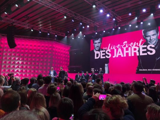 """""""Das Live Event des Jahres"""" - so wurden die neuen Telekom Tarife vorgestellt. Bild: maxwireless.de"""