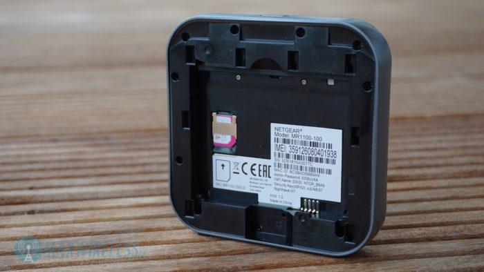 Das Akkufach mit SIM-Slot und MicroSD Schacht.