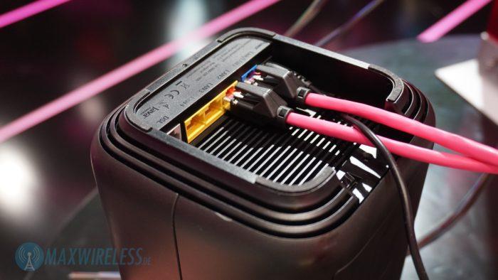Anschlüsse auf der Unterseite des Telekom Speedport Pro. Bild: maxwireless.de.
