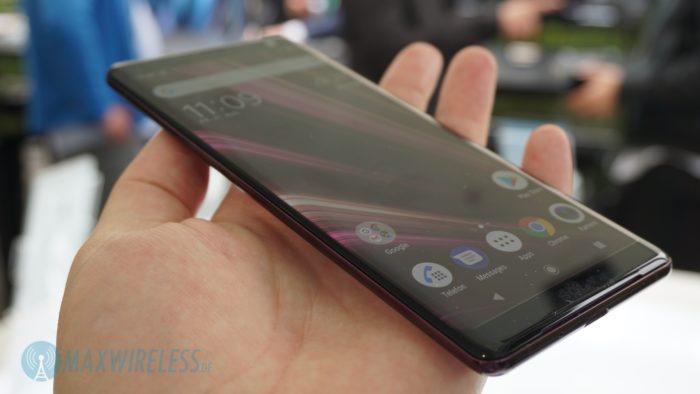 Das gebogene OLED Display des Sony Xperia XZ3.
