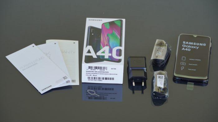 Lieferumfang des Samsung Galaxy A40.